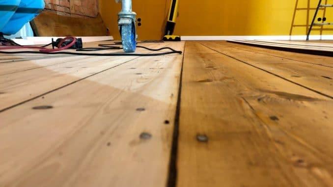 Holzfußboden Parkett ~ Parkett schleifen u wie geht man am besten vor