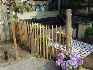 Staketenzaun im Garten